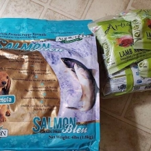 Thank you @metropetmarket for donating this yummy food to our 7 pups arriving in our rescue very soon
